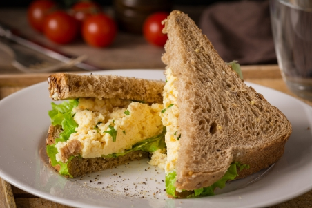egg sandwich with lettuce and brown bread