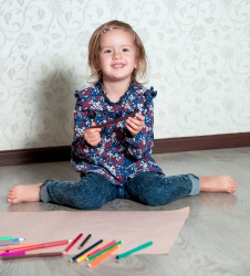 A child sitting in the W position, with their knees forward and centre, and their lower legs pointing back